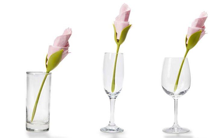 ワイングラスやタンブラーも立派なスタンドになります。