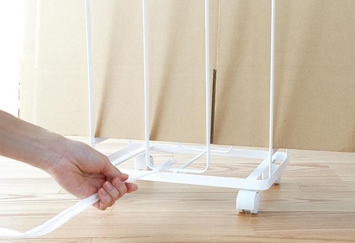 ダンボールを立てたまま紐を通して縛れる。