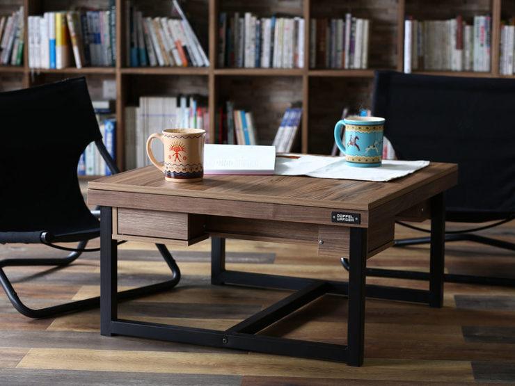 インダストリアル調のコーヒーテーブル。