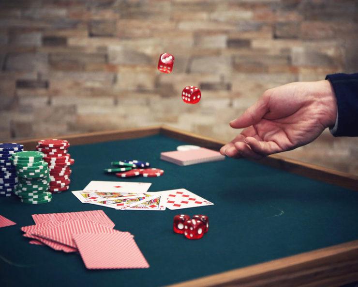 カジノ気分でトランプゲームも。