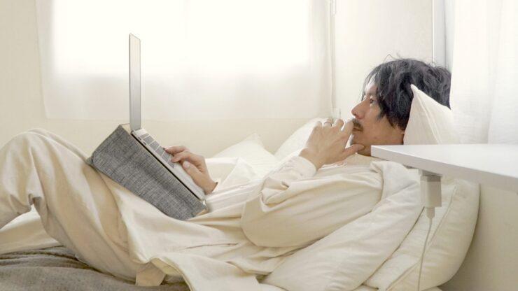 デスクエニウェア:ベッドでも使える