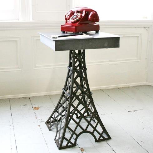 Eiffeltowertable01