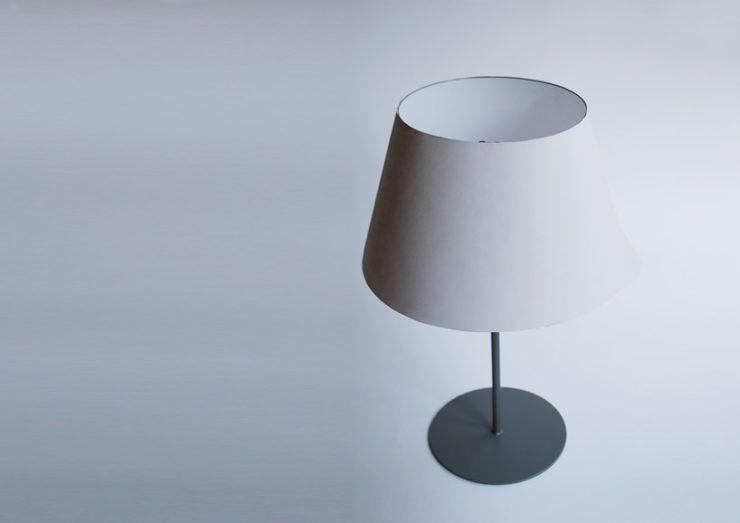 どんなインテリアにも合いそうなテーブル照明が・・・?