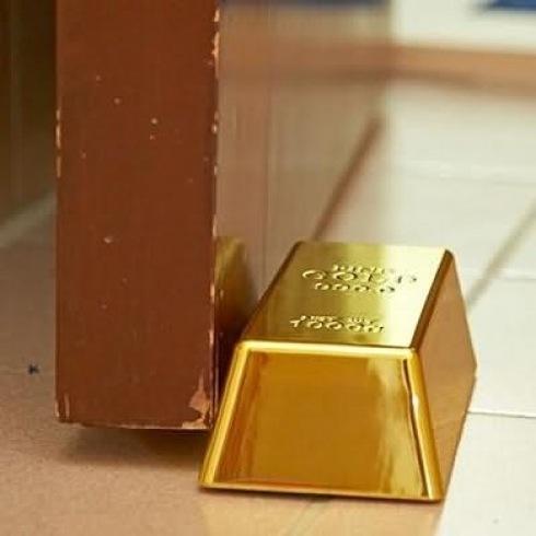 Goldbulliondoorstop01