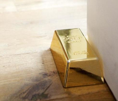 Goldbulliondoorstop03