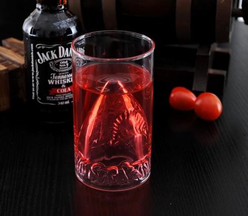 Jawssharkattackglass01