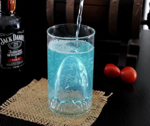 Jawssharkattackglass06