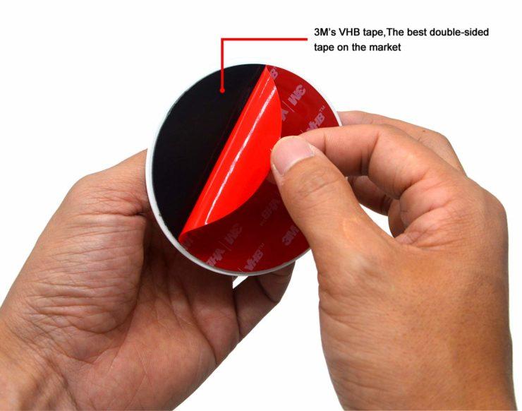工業用両面テープがしっかり本体を支えます。