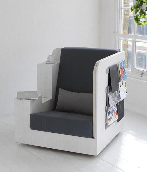 たっぷりの本棚が付いた、座り心地良さげな一人用ソファ【OpenBook】|インテリアハック