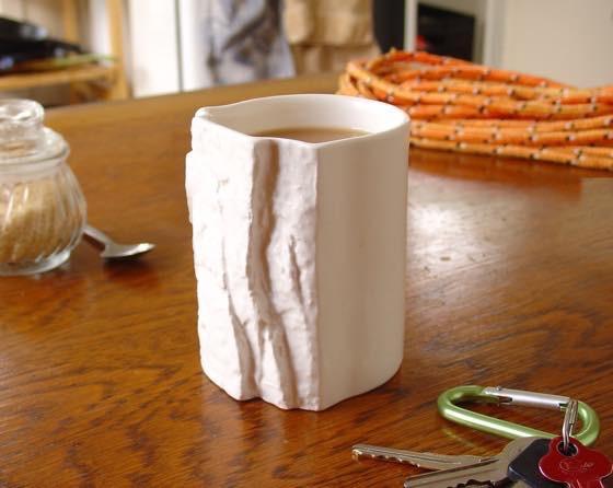 Pinch Hold Mug テーブルに置いてみた。