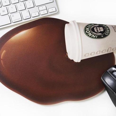 Pouringcoffeemousepad02