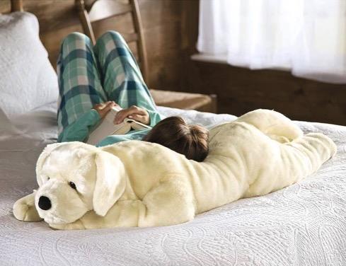 もふもふ感に埋もれたい。巨大なワンコの抱き枕【Labrador Body Pillow】