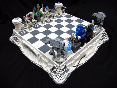 あのキャラクターたちがチェスの駒に!レゴ製スターウォーズのチェスセット【The Empire Strikes Back Lego Chess】