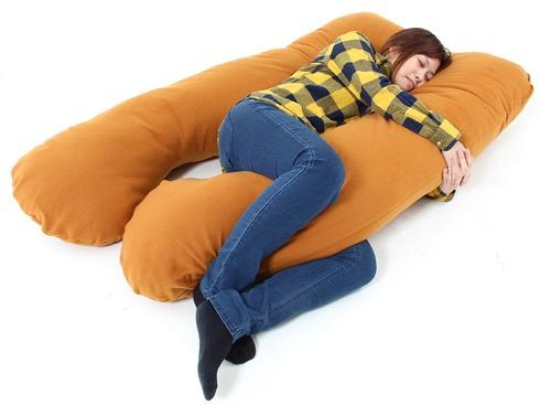 「抱いて、抱かれて、挟まれて」利用シーン多彩な抱き枕【ツインテール挟まれ枕】