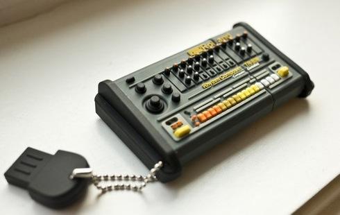 Tr808flashdrive01