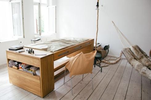 天板をひっくり返すとベッドに変身するワークデスク【Workbed】