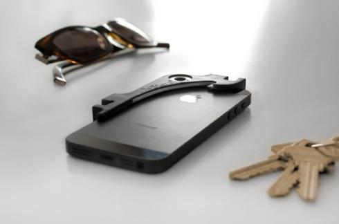 イヤホン巻き取りから栓抜きまで! 8つの機能が詰まったiPhoneアクセサリー【XiStera】