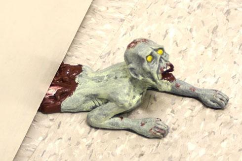 Zombiedoorstop01